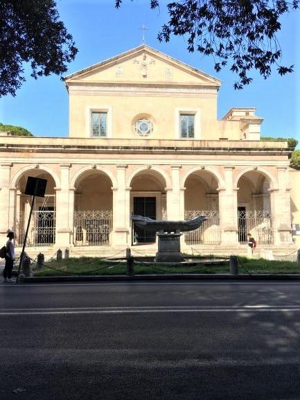 Celio piazza della Navicella con Santa Maria in Domnica