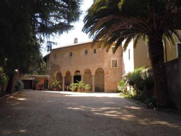 Celio portico d'ingresso della Basilica di Santo Stefano Rotondo