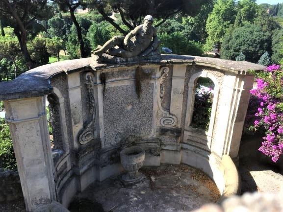 Celio villa Celimontana la fontana del Fiume