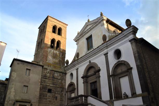 Bomarzo il Duomo e la torre campanaria