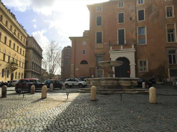 Ghetto di Roma, piazza delle Cinque Scole