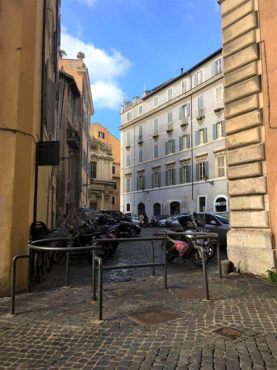Ghetto di Roma, piazza Costaguti dall'altro lato