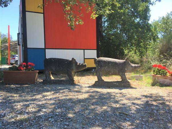 Parco Sculture del Chianti centro visitatori e statue cinghiali