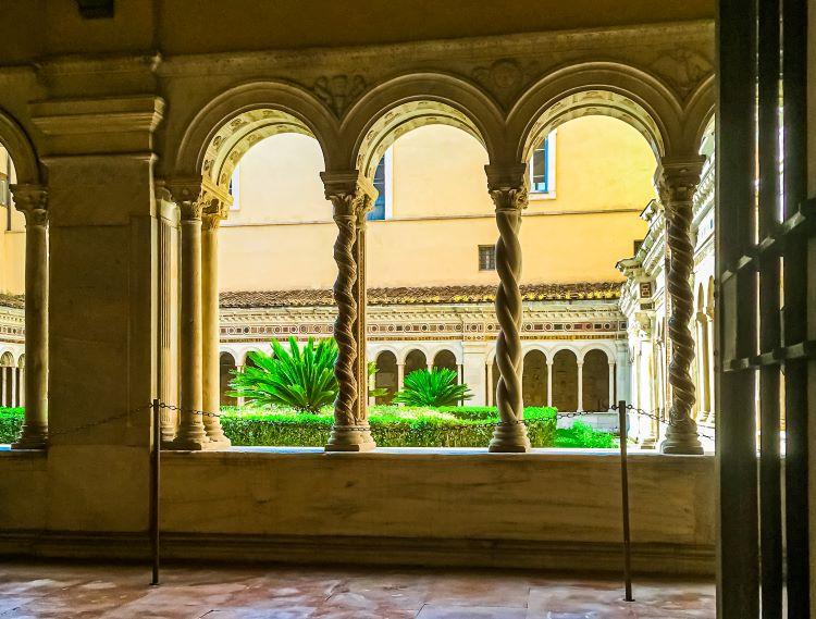 Quartiere Ostiense, San Paolo fuori le mura. Il chiostro del Vassalletto.