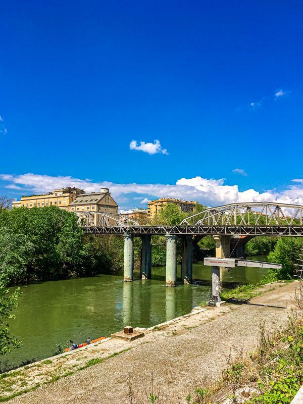 Quartiere Ostiense, ponte di ferro.