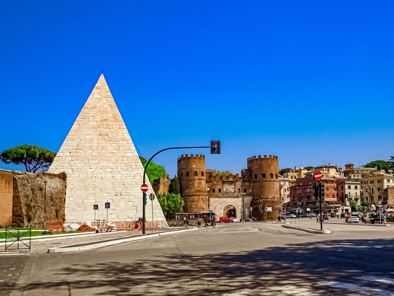 Quartiere Ostiense, porta San Paolo e Piramide Cestia.