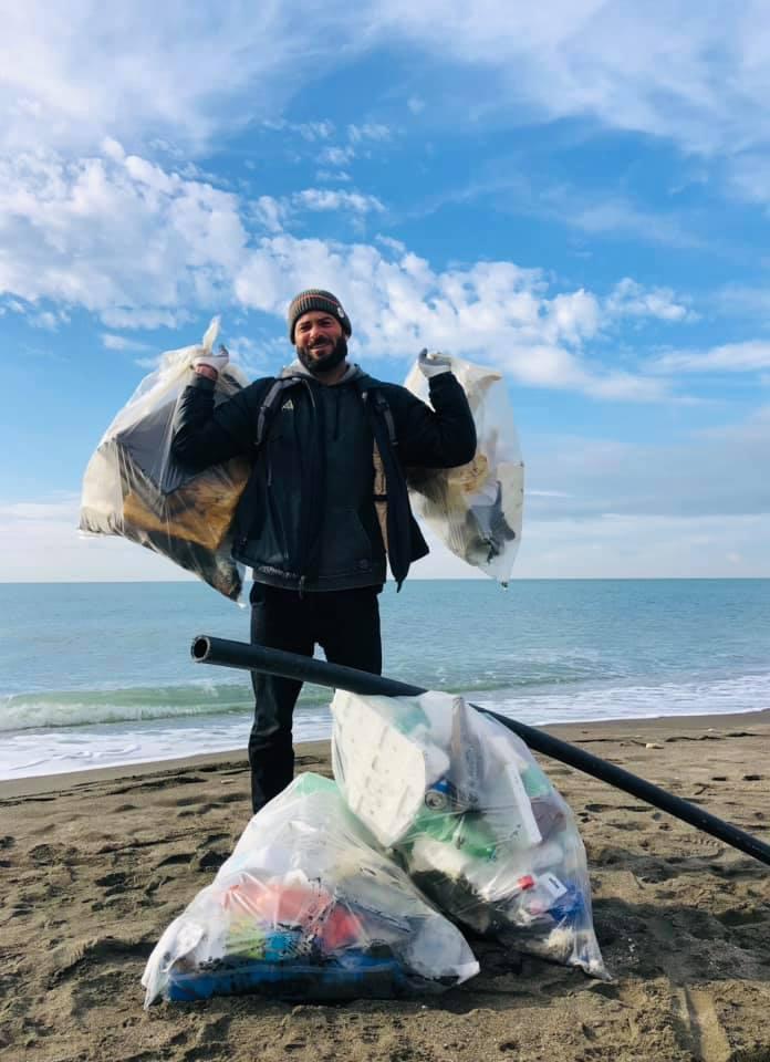 Surf a Roma, Roberto D'Amico  con #robycleanup pulisce le spiagge del litorale.