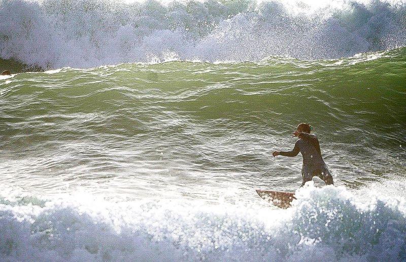 Surf a Roma, Valentina Vitale surfa a Roma.