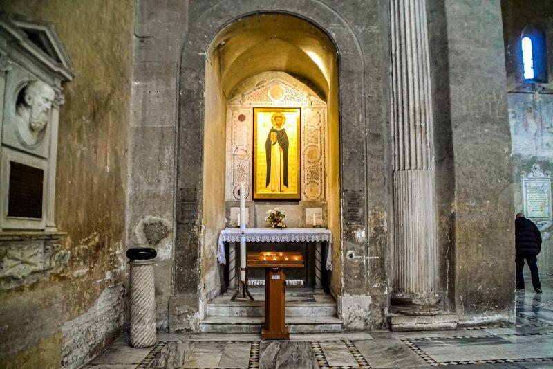 Esplorare l'Aventino Lapis diaboli nella Basilica di Santa Sabina