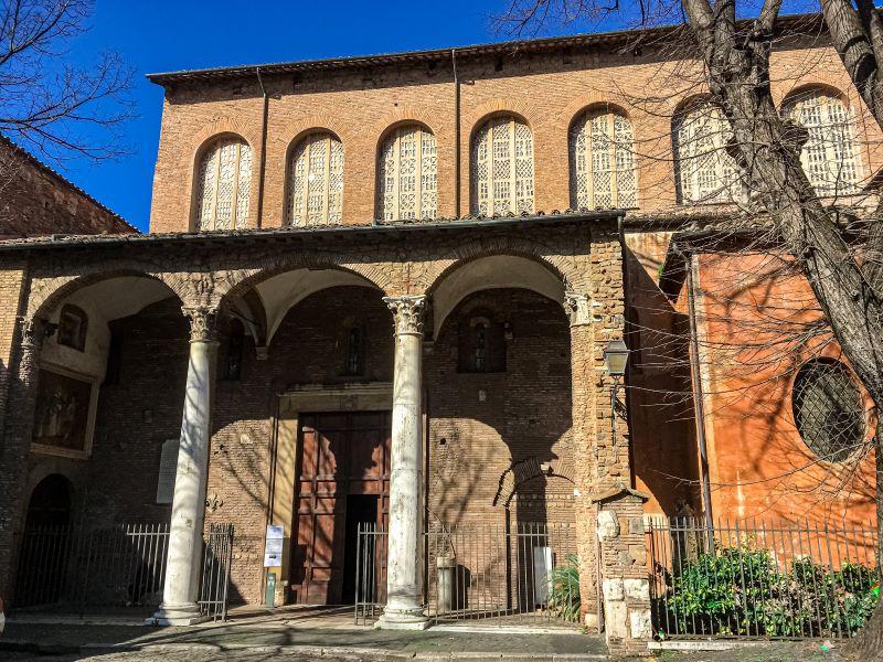 Esplorare l'Aventino il portale duecentesco della Basilica di Santa Sabina