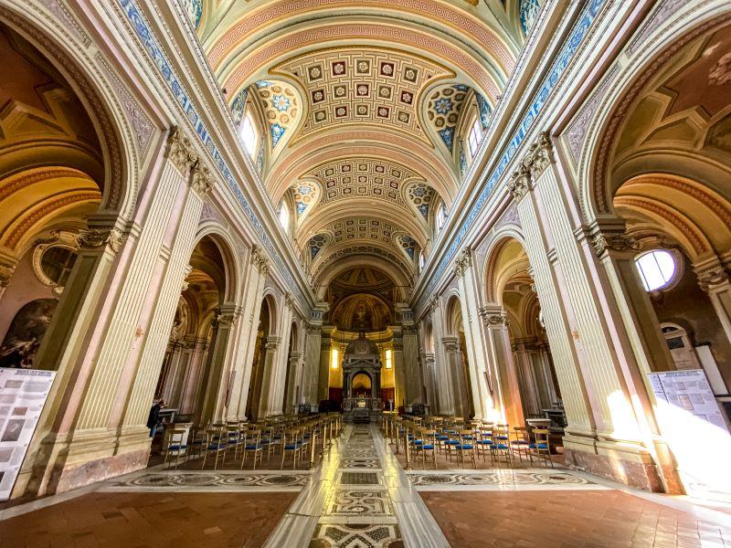 Esplorare l'Aventino navata centrale della Basilica dei Santi Bonifacio e Alessio