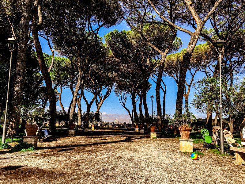 Esplorare l'Aventino il viale del Giardino degli Aranci