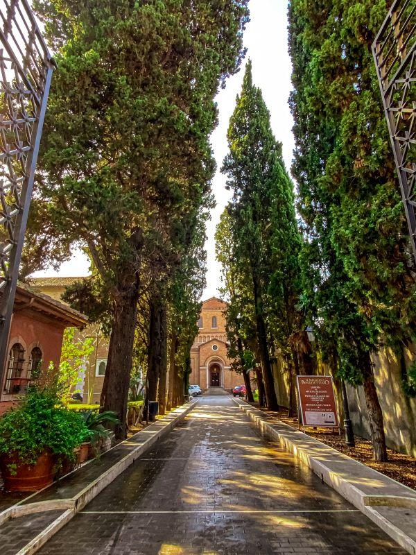 Esplorare l'Aventino ingresso al complesso di Sant'Anselmo