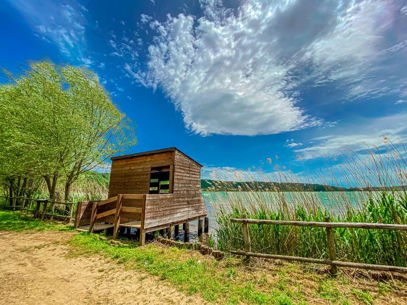 Lago di Vico osservatorio per gli uccelli lungo il sentiero Le Prove
