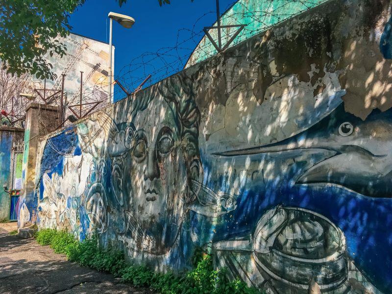 Murales di Ostiense La Caduta dei Giganti di Carlos Atoche