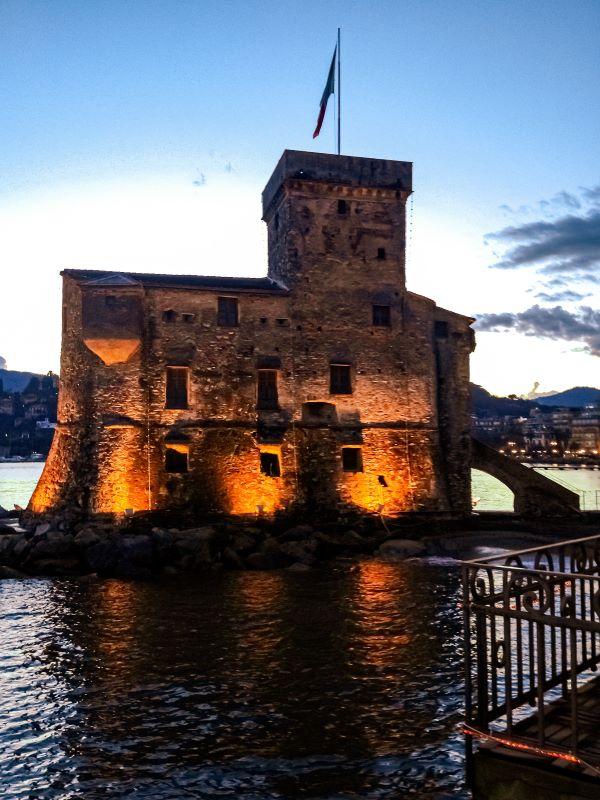 5 spiagge libere a Rapallo il Castello