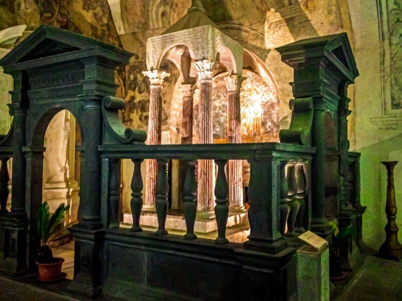 Bolsena la grotta di Santa Cristina nella Collegiata