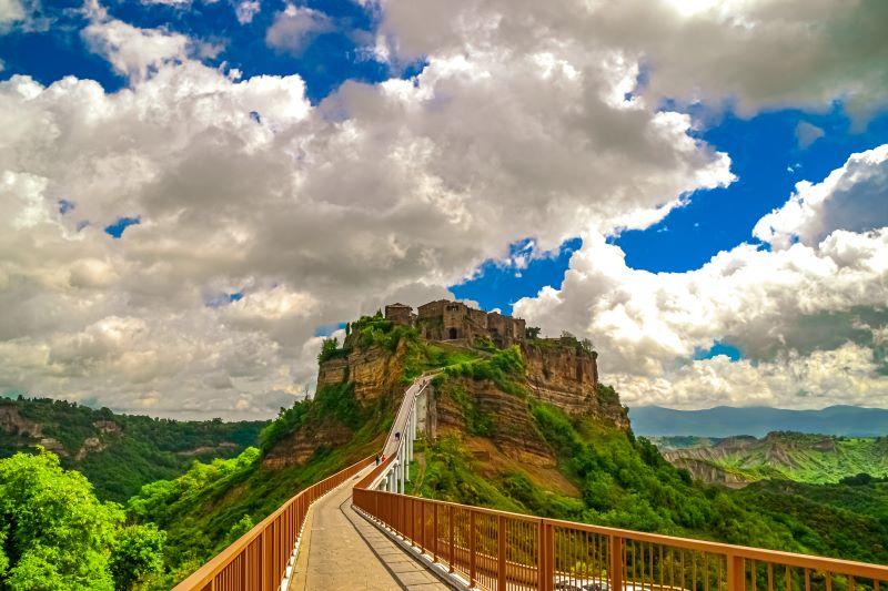 Civita di Bagnoregio il ponte unica via di accesso