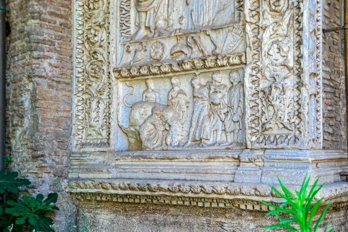Velabro un rilievo con sacrifici nell'Arco degli Argentari
