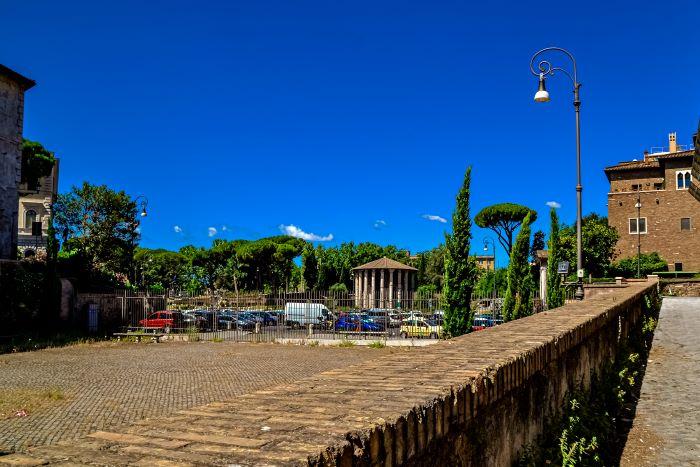 Velabro l'area dell'Arco di Giano e il Tempio di Ercole Vincitore sullo sfondo