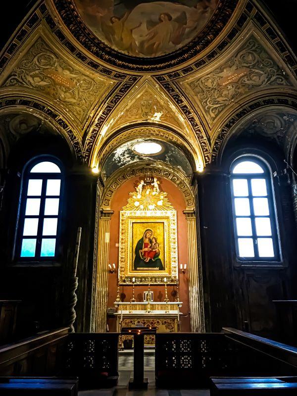 Velabro Madonna con Bambino di Antoniazzo Romano nella Cappella del Coro Invernale all'interno di Santa Maria in Cosmedin