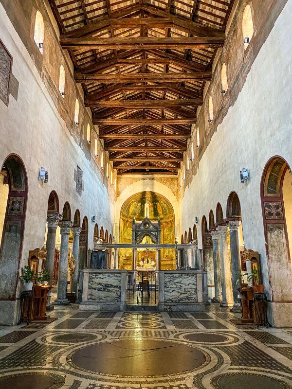 Velabro l'interno di Santa Maria in Cosmedin