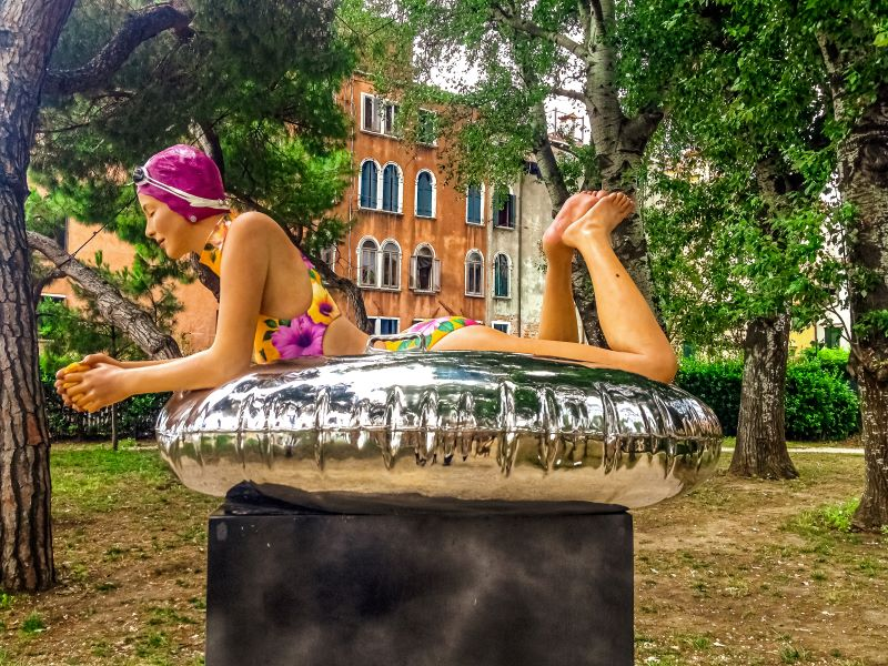 Agosto a Roma una delle sculture di Carole Feuerman