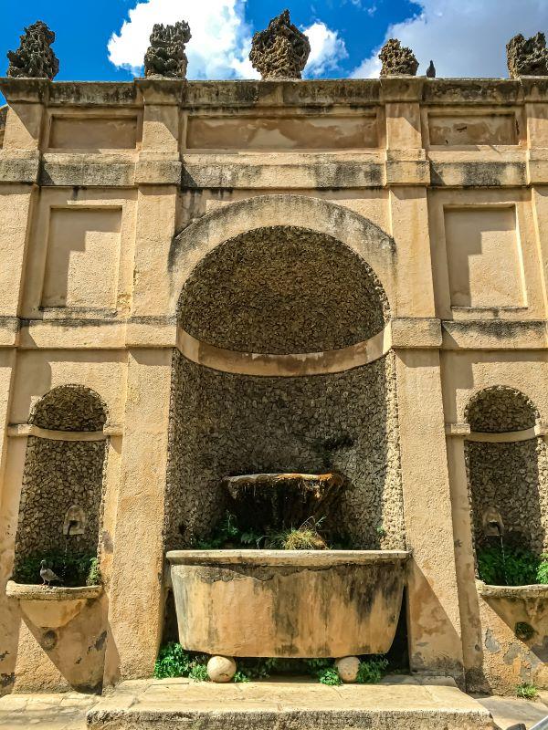 Tivoli una fontana su via del Colle nel centro storico