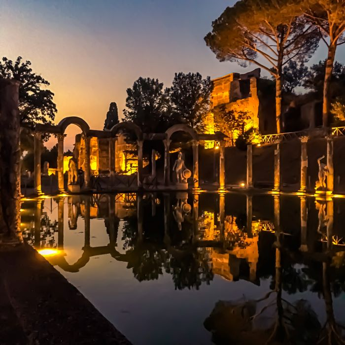 Tivoli un particolare del Canopo di villa Adriana di notte