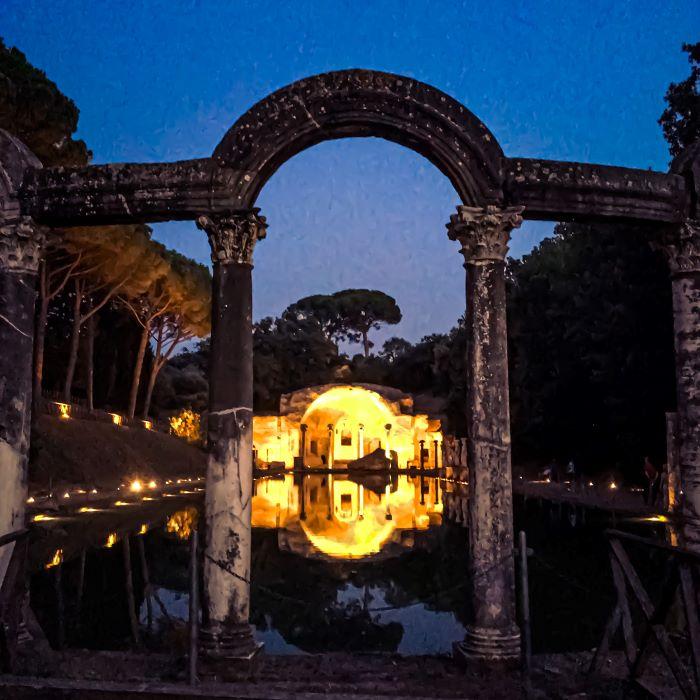 Tivoli i resti del porticato del Canopo di villa Adriana
