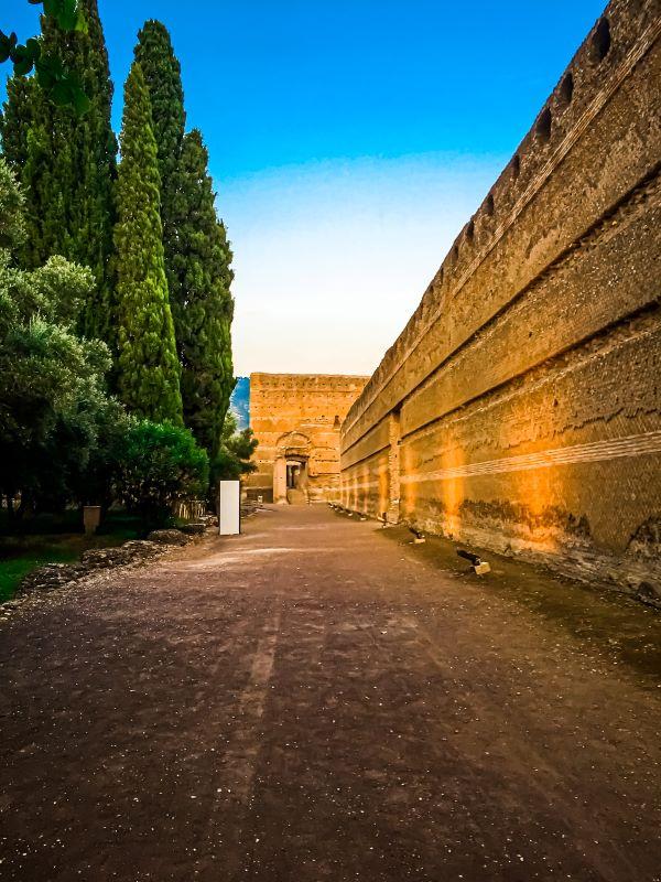 Tivoli mura del Pecile a villa Adriana