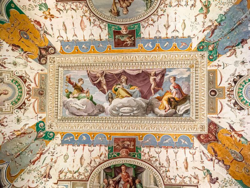 Tivoli un soffitto splendidamente affrescato a villa d'Este
