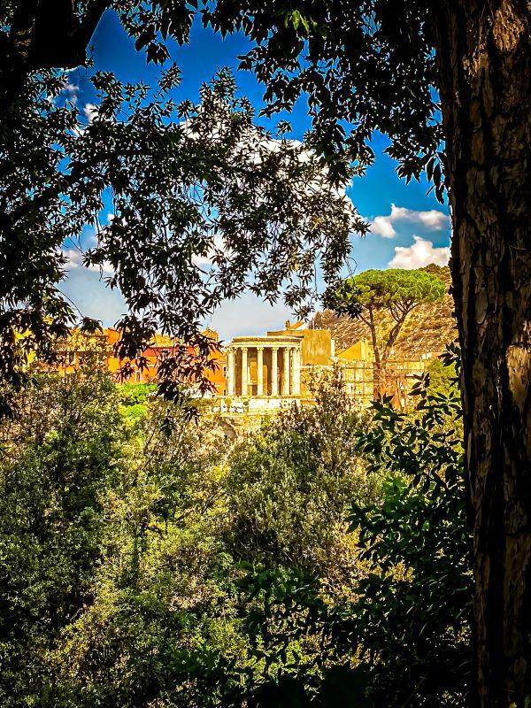 Tivoli il tempio di Vesta dall'ingresso di villa Gregoriana
